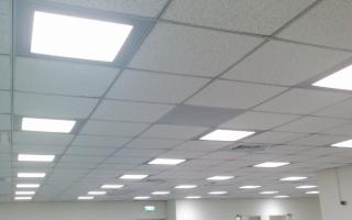 Установка светильников в потолок армстронг