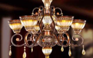 Варианты расположения люстры и точечных светильников на натяжном потолке
