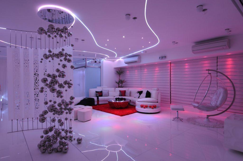 Как выбрать и организовать подсветку комнаты светодиодной лентой