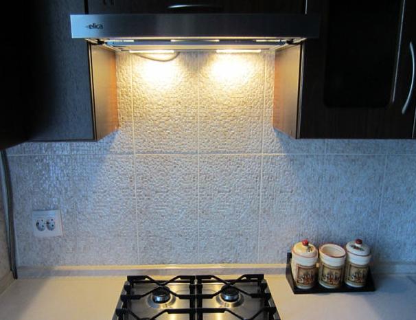 Подсветка в кухонной вытяжке