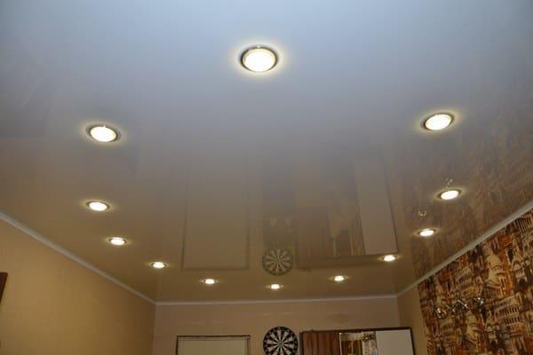 Точечные светильники в подвесном потолке