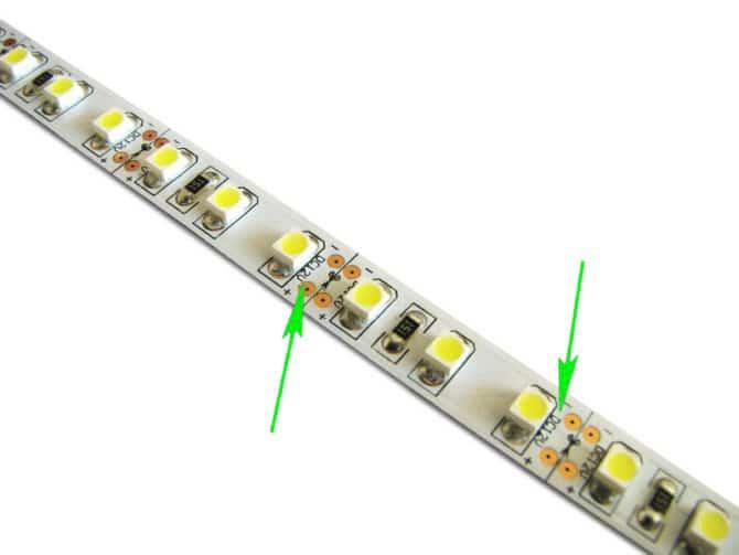 Эта СЛ рассчитана на напряжение 12 В, значит и блок питания нужен на такое же напряжение