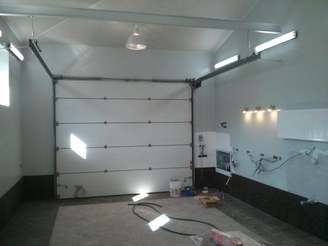 точечные светильники в гараже