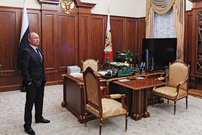 лампа в рабочем кабинете Путина