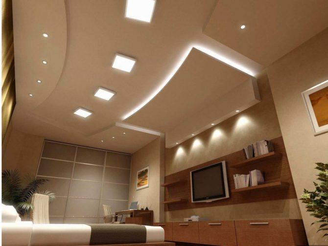 квадратные светильники в гостинной