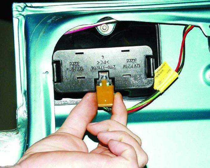 колодка питания фонаря ВАЗ 2112