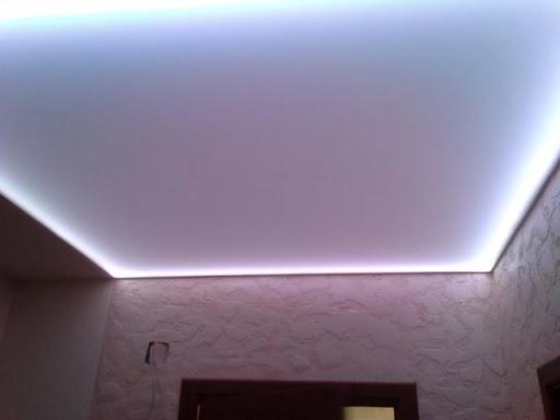 светодиодная ленты на подвесном потолке