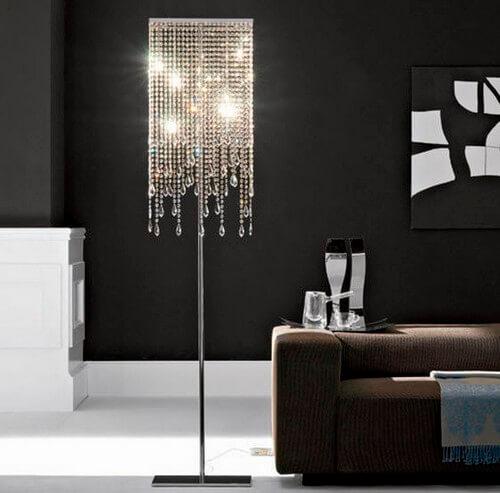 Напольный светильник с хрустальным абажуром