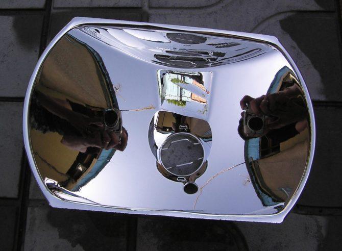 фара оснащенная отражателем с зеркальной поверхностью